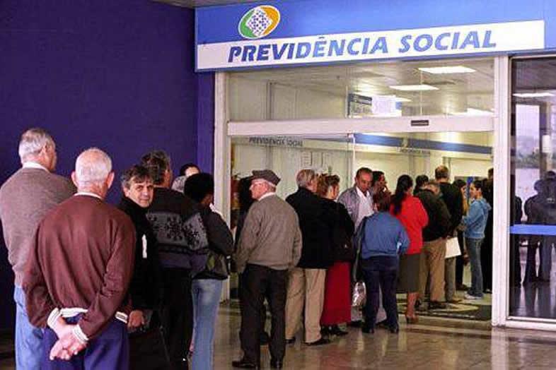 fila-de-aposentados-em-agencia-da-previdencia-social-original5-e1470058494212